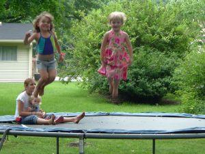 ילדים קופצים